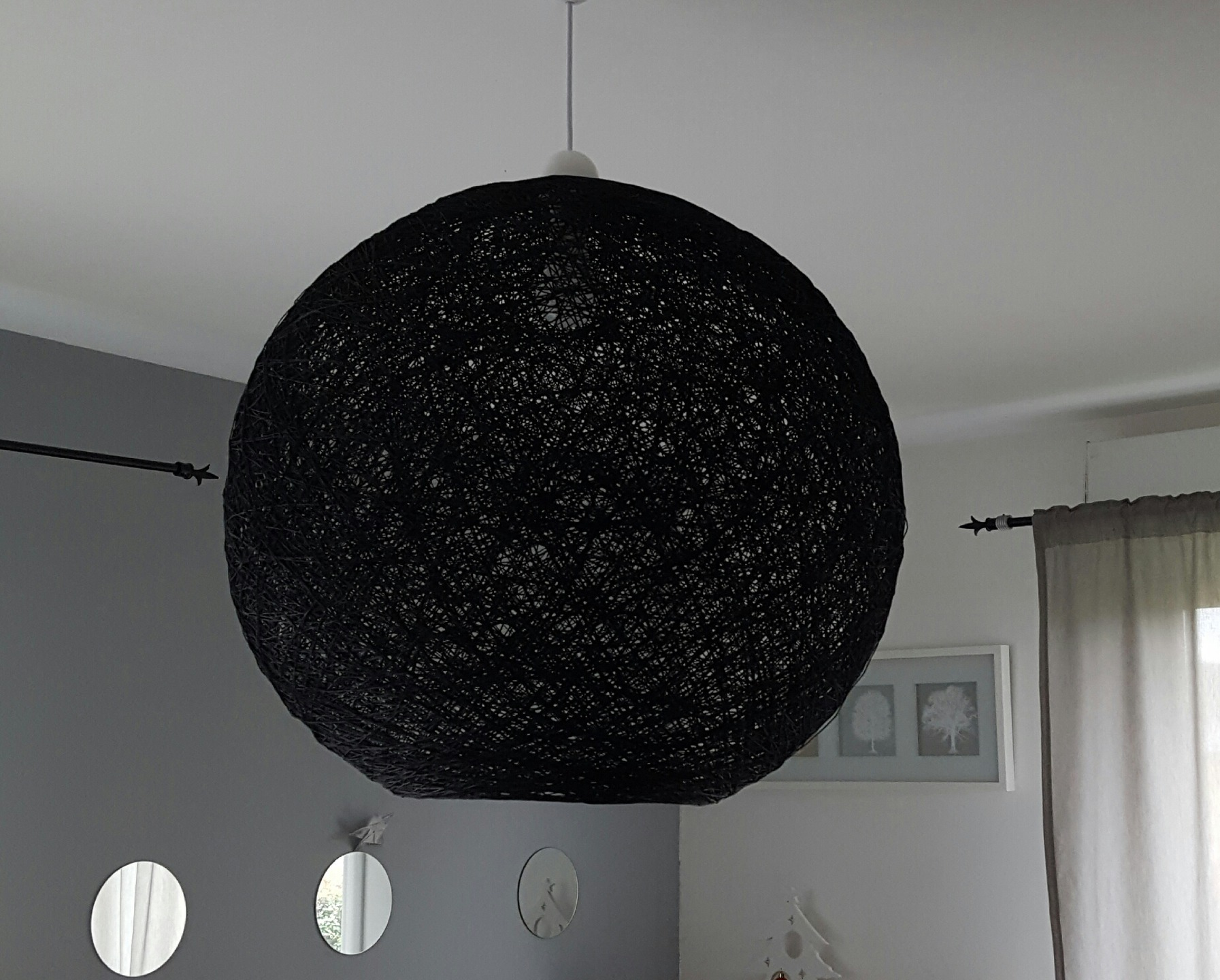 suspension luminaire boule suspension boule en ficelle tress e blanche style d co luminaire. Black Bedroom Furniture Sets. Home Design Ideas